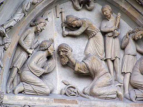 Отрубание головы Святому Дионисию. Задний портал аббатства Сен-Дени. Париж.