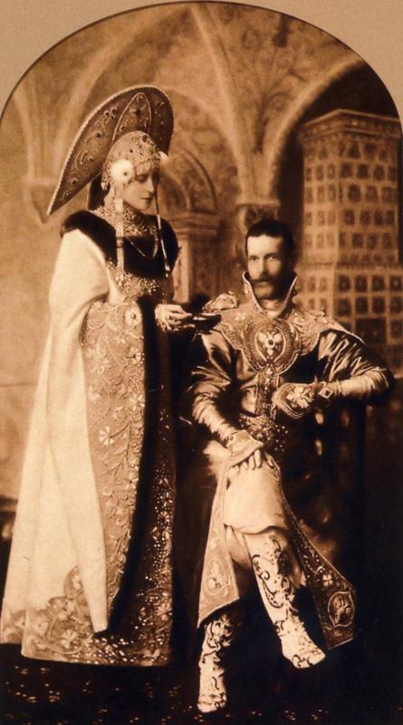 Святая Елисавета - на историческом бале в костюме боярыни с мужем. Фото. Россия. Январь 1903 г.